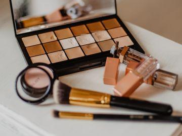 Aprende a leer los empaques de tu maquillaje favorito para que no afectes tu salud   Crédito Pexels