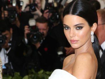 Kendall Jenner destaca siempre su mirada usando el maquillaje 'Foxy Eyes' Kendall Jenner   Mezcalent