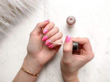 cómo retirar esmalte con glitter