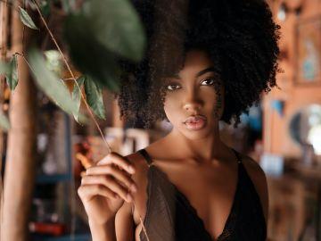 Ama y cuida tu pelo rizado con remedios casero efectivos | Crédito Pexels