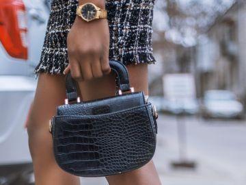 Un bolso pequeño siempre será mucho más lujoso e interesante que uno enorme | Crédito Pexels