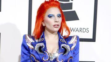 Lady Gaga luciendo un maquillaje de Haus Laboratories en el que imita a David Bowie | Crédito Mezcalent