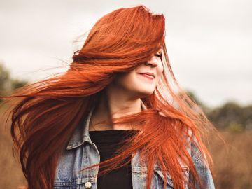 Pelo rojo con tintes naturales   Crédito Pexels