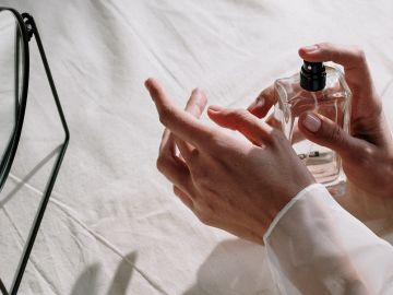 Haz que tu perfumes perdure más con la técnica de layering | Crédito Pexels
