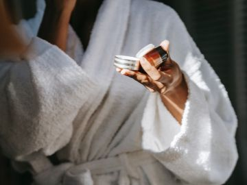 crema antienvejecimiento mejor calificada amazon