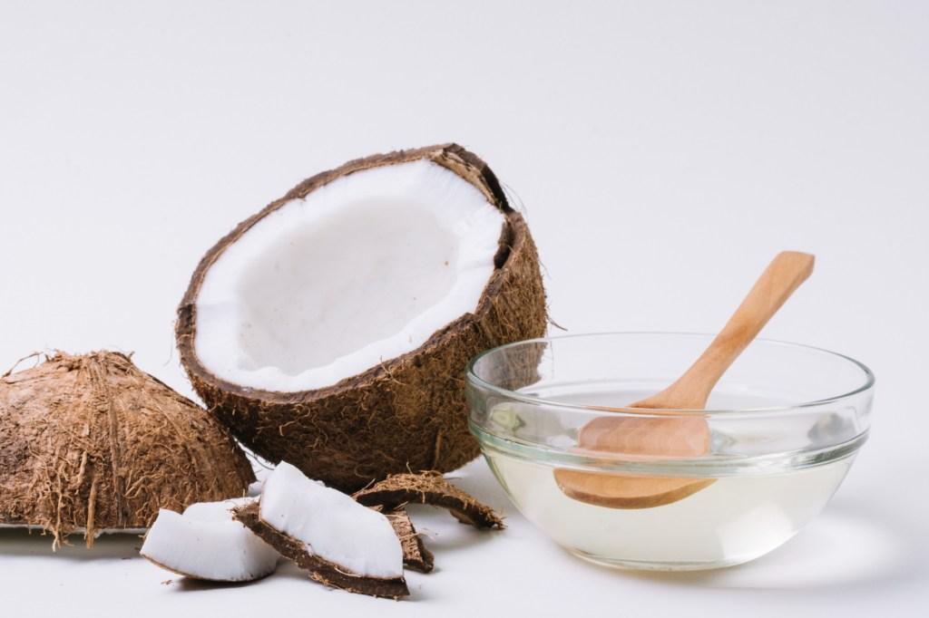 beneficios del aceite de coco en el pelo