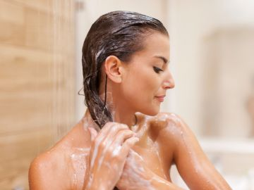 errores que cometes al lavar tu pelo