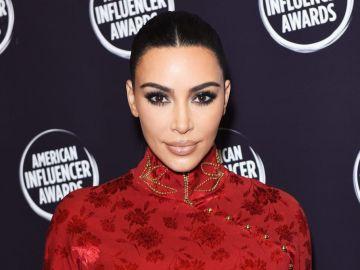cejas decoloradas de kim kardashian