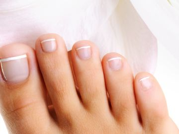 por qué salen hongos en las uñas de los pies y manos