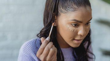 como usar corrector para cubrir ojeras