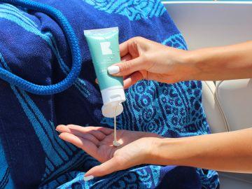como aplicar protector solar en el rostro