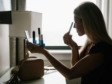 como maquillarte con pocos productos