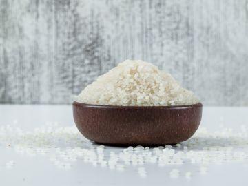 como usar agua de arroz en el pelo