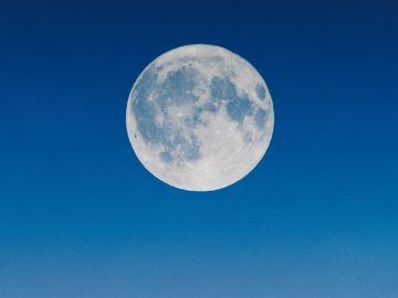 luna llena en acuario agosto 2021