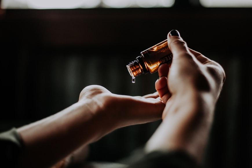 aceite de arbol de te beneficios cara