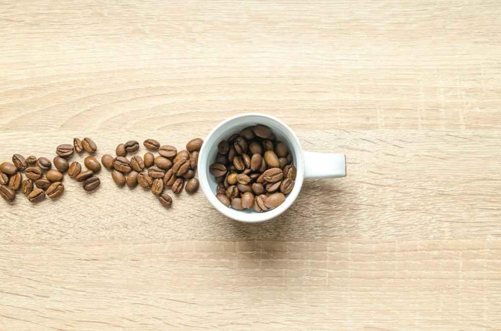 beneficios del cafe en el cabello