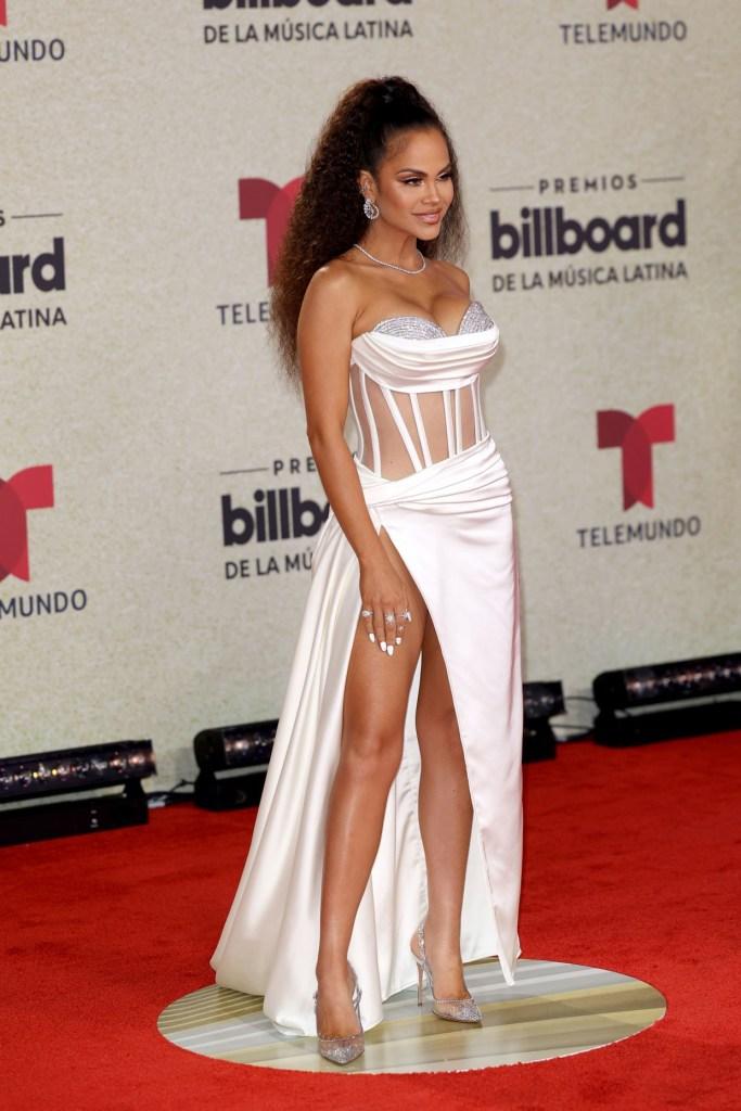 premios billboard musica latina looks